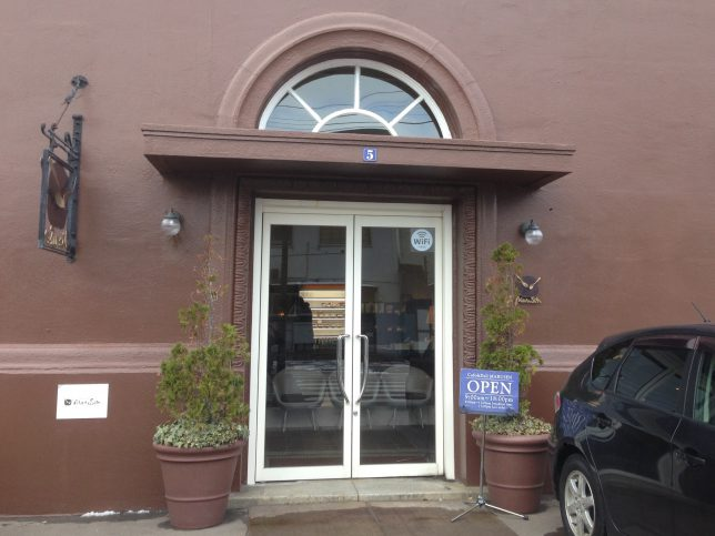 cafe & deli MARUSEN 入り口