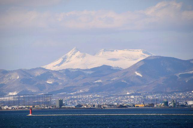 船見町から見た残雪の駒ヶ岳