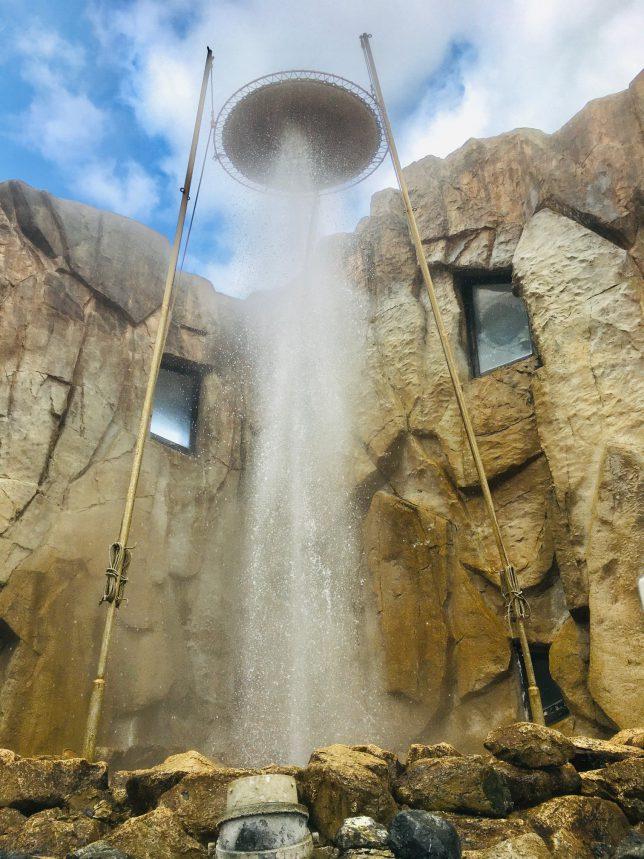 間欠泉の噴出