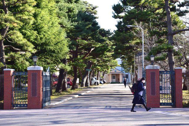 遺愛学院の校門