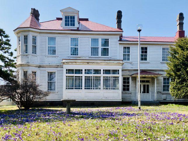 旧遺愛女学校宣教師館の前庭