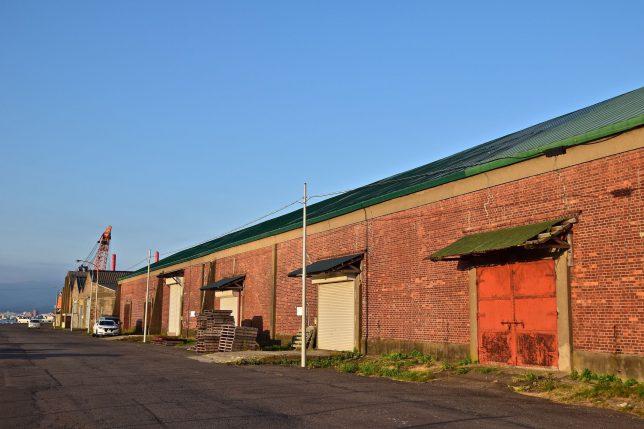 函館湾沿いには多くの倉庫があるが、私は西埠頭の倉庫群の風景を特に気に入っている。