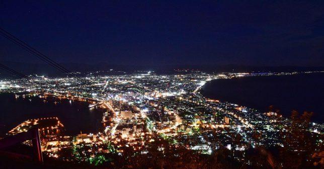 やがて闇の空と海に函館市街の夜景が拡がる。